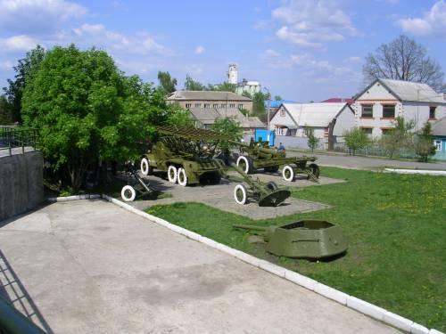 Военная техника у музея